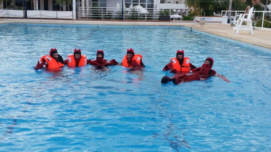 Curso realizado en Altea de formación básica en seguridad marítima en el club náutico de Altea